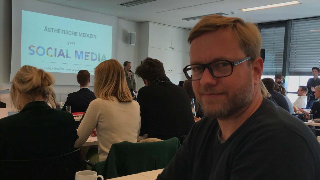 "Saal und Atmosphäre während des Kongresses ""Ästhetische Medizin Goes Social Media"""